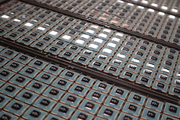 Racks of Trays of NXP i.MX8M Quad CPU for Librem 5 USA
